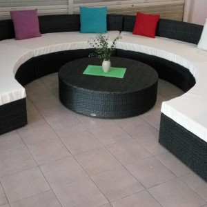 The modern & contemporary round outdoor sofa set for all commercial & residential purposes
